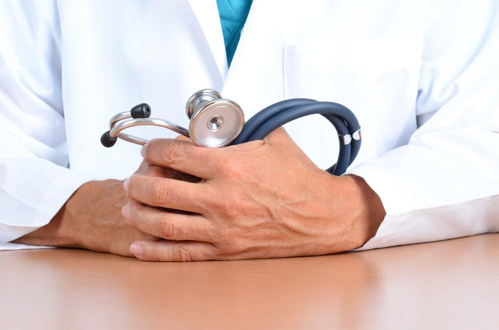 ruce lékaře, stetoskop