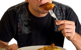 muž jí maso