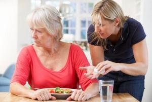 seniorka-demence-osetrovatelka