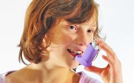 astmatička, inhalátor