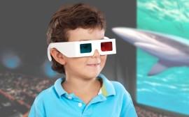 dítě s 3D brýlemi