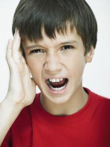 chlapec s bolestí hlavy a ucha meningokok pneumokok