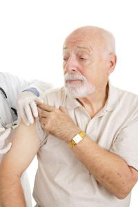 senior se nechává očkovat