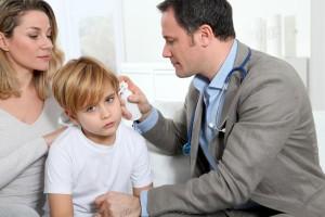 vyšetřování ouška dítěte při zánětu