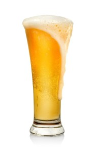 sklenička piva s pěnou