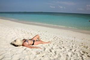 žena usnula na slunci