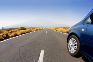 jízda automobilu po silnici