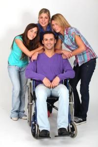 mladý muž na vozíku