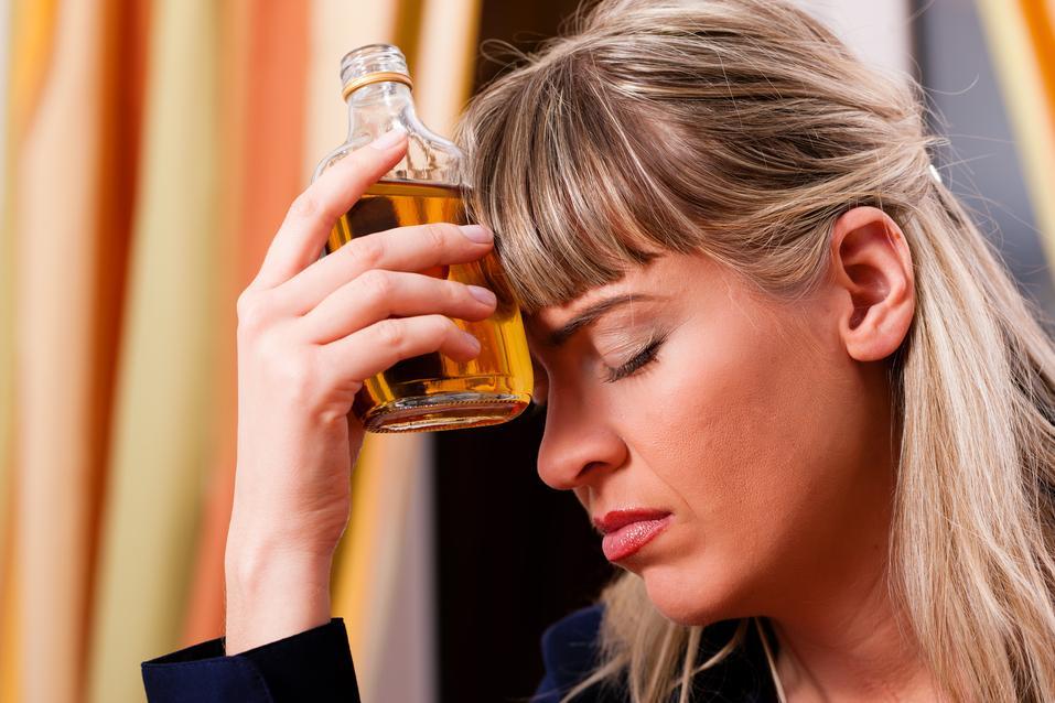 opilá žena