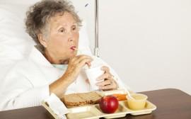 Seniorka, babička pije,Imobilizační syndrom