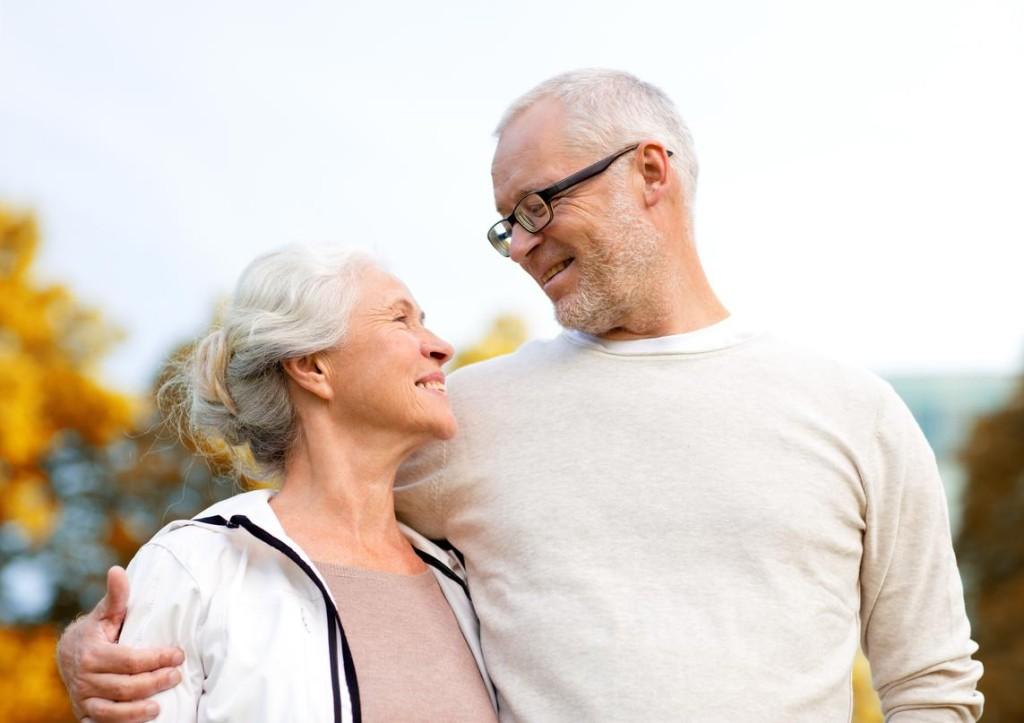 šťastný seniorský pár