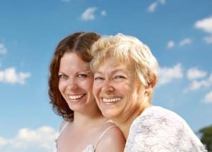 ženy se smějí, je cítit štěstí