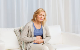 ženu bolí břicho
